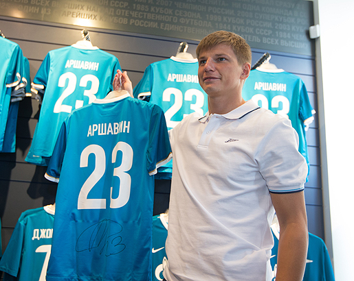 new concept 3c7a1 3e60a Lodygin, Arshavin and Tymoshchuk visit Zenit Arena shop
